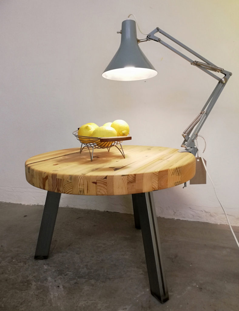 coffee table with lamp